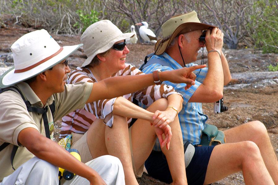 tour-guides-galapagos-hopper